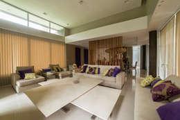 moderne Eetkamer door Saez Sanchez. Arquitectos