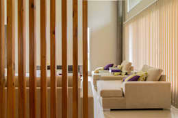 Salas / recibidores de estilo moderno por Saez Sanchez. Arquitectos