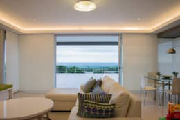 Casa MAS: Livings de estilo moderno por Saez Sanchez. Arquitectos