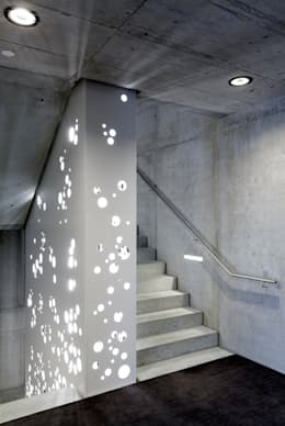 Pasillos y recibidores de estilo  por CarlosMartinez Architketen AG FH/FWB