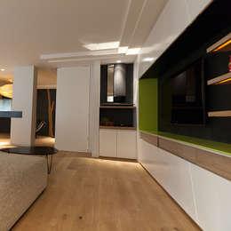 parquet: Murs & Sols de style de style Moderne par DECOPLUS PARQUETS
