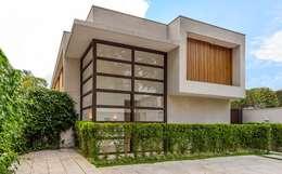 Casas de estilo moderno por Estúdio SB Arquitetura
