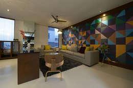 Salas de estilo moderno por ESTUDIO TANGUMA