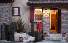Casas de estilo mediterráneo por 株式会社アートカフェ