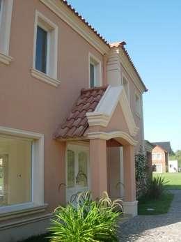 PZ Arquitectura: Casas de estilo clásico por Grupo PZ