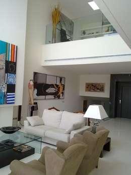 Salones de estilo  por J&C Salafranca Decoración S.L