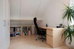 Zeewolde: moderne Studeerkamer/kantoor door Hans Been Architecten BNA BV