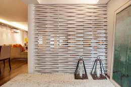 Pasillos y vestíbulos de estilo  por Arquitetura 8 - Ana Spagnuolo & Marcos Ribeiro