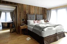 Parquets BAUWERK : Chambre de style de style Classique par BAUWERK PARQUET