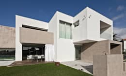 minimalistic Houses by Areacor, Projectos e Interiores Lda