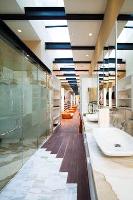 Projekty,  Łazienka zaprojektowane przez grupoarquitectura