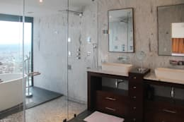 Baños de estilo moderno por aaestudio
