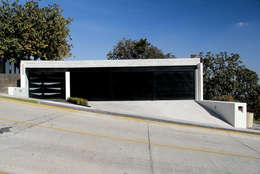 Garage / Hangar de style de style Moderne par aaestudio
