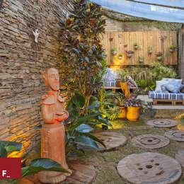 Jardines de estilo ecléctico por Fadel Arquitetura