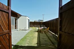 ドンコロの家: シキナミカズヤ建築研究所が手掛けた庭です。