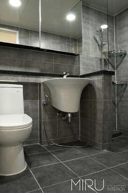 트랜디한 아파트 인테리어(베란다,욕실): 미루디자인의  욕실