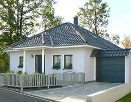 Projekty, klasyczne Domy zaprojektowane przez SMART Massivhaus - MAZ Bau GmbH
