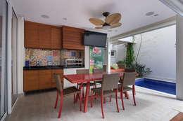 Cocinas de estilo moderno por Cactus Arquitetura e Urbanismo