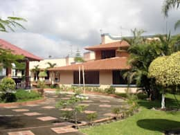 Casa en Dos Rios Xalapa.: Casas de estilo colonial por CouturierStudio