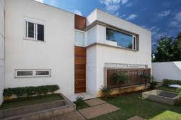 modern Houses by Cactus Arquitetura e Urbanismo