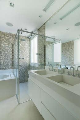 modern Bathroom by Cactus Arquitetura e Urbanismo