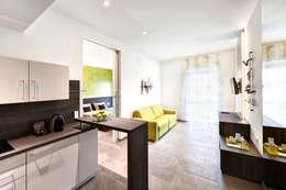 Apartments: minimalistische Wohnzimmer von Horst Steiner Innenarchitektur