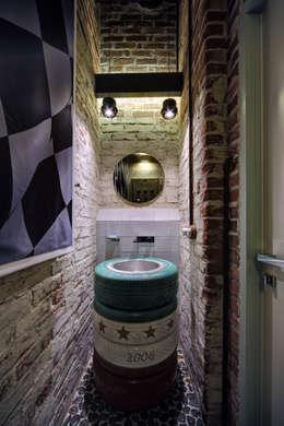 Midlife Crisis Loft: Ванные комнаты в . Автор – Lev Lugovskoy