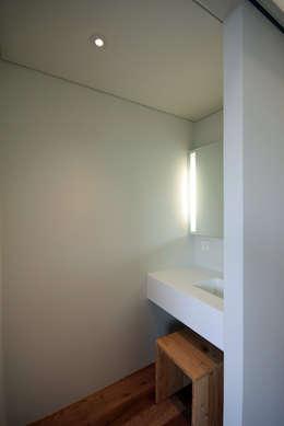 浴室 by 건축사사무소 moldproject