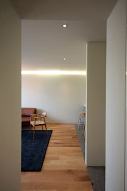 mom's house: 건축사사무소 moldproject의  거실
