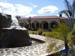 Maisons de style de style eclectique par Cruz Arquitectos       Proyectos y Avaluos