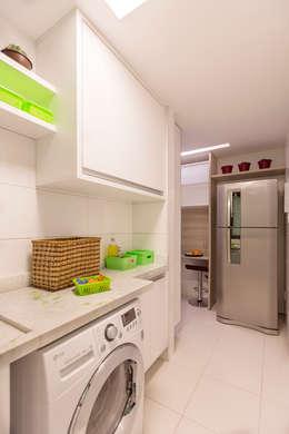 Cocinas de estilo moderno por Flávio Monteiro Arquitetos Associados