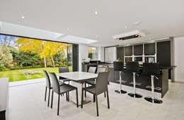 moderne Eetkamer door Concept Eight Architects