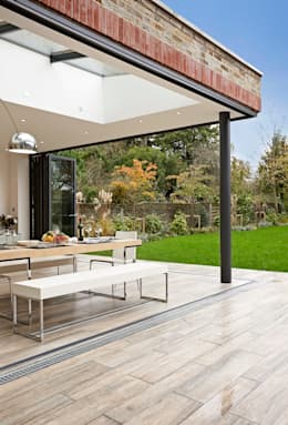 Woodville Gardens:  Terrace by Concept Eight Architects