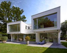 Hausansicht Garten: moderne Häuser von Marcus Hofbauer Architekt