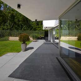 Marcus Hofbauer Architekt의  베란다