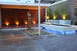 Achtertuin Kerkrade: moderne Tuin door Hoveniersbedrijf Guy Wolfs