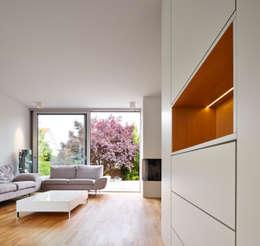 Marcus Hofbauer Architekt: modern tarz Oturma Odası