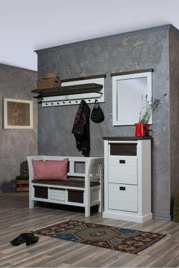 Garderobe Akazie massiv 4-teilig Loft: landhausstil Flur, Diele & Treppenhaus von AMD Möbel Handelsgesellschaft mbH & Co. KG