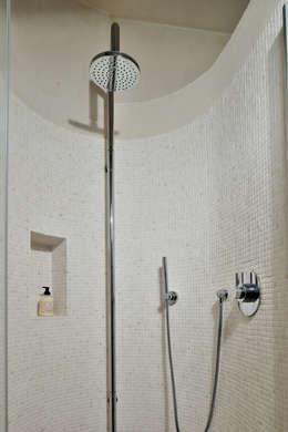 modern Bathroom تنفيذ Arte Pietra