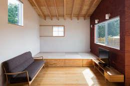 萩原健治建築研究所: modern tarz Oturma Odası