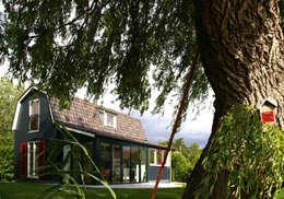 Zomerhuis Reeuwijk: landelijke Huizen door Architectenbureau Rutten van der Weijden
