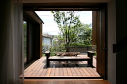 Jardines de estilo moderno por 向山建築設計事務所