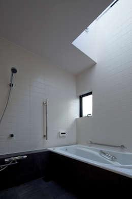 modern Bathroom by 向山建築設計事務所