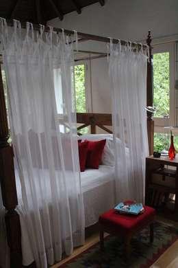 Dormitorios de estilo clásico por Saly Gignon
