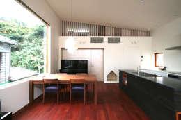極楽寺の家: 向山建築設計事務所が手掛けたダイニングです。
