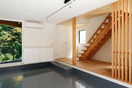 玉縄台の家: 向山建築設計事務所が手掛けた廊下 & 玄関です。