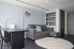 modern Living room by 마르멜로디자인컴퍼니