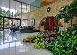 TAO Architecture Pvt. Ltd.: modern tarz Oturma Odası