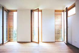 modern Bedroom by dietrich + lang architekten