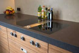 kookplaat en afzuiging: moderne Keuken door Egbert Duijn architect+
